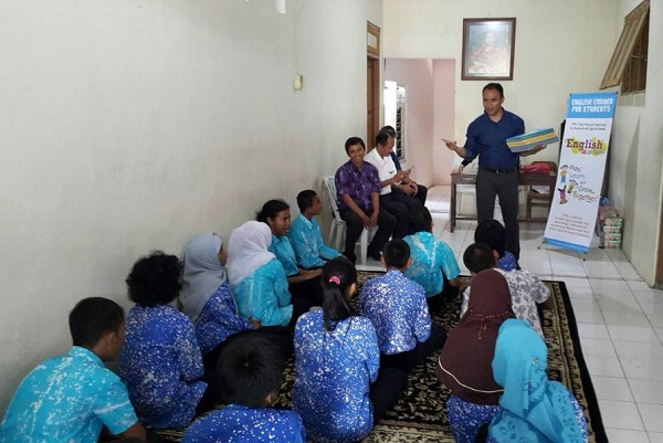 Guru harus bisa bersosialisasi dengan masyarakat sekitar