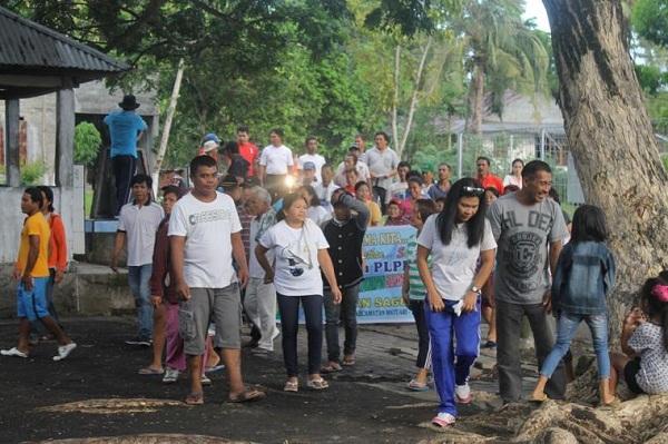 Berikan kebebasan anak untuk bersosialisasi di lingkungan