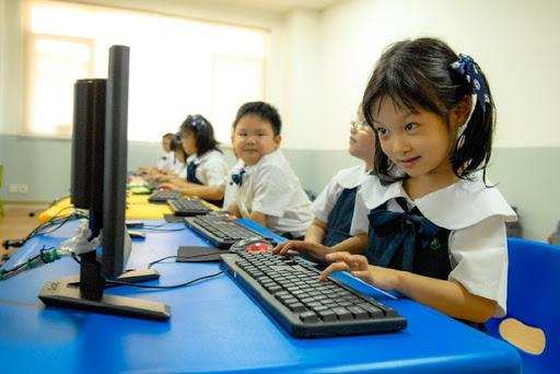 Pict by : perkembangan anak di era teknologi digital