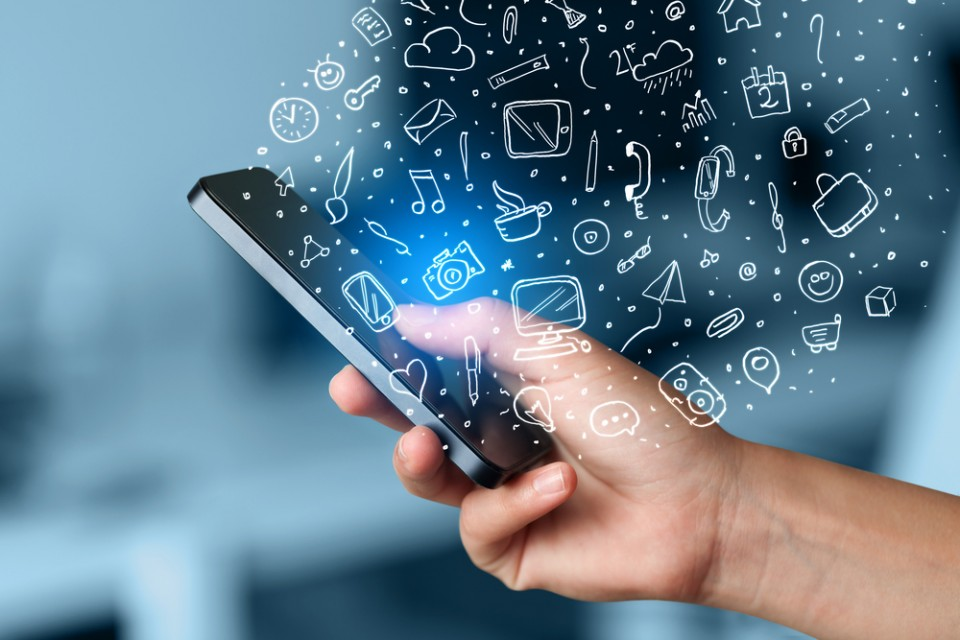 manfaat teknologi dalam bidang komunikasi