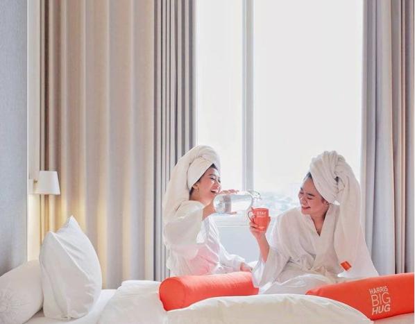 harris hotel room